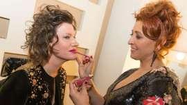 La firma de maquillaje profesional vuelve a brillar con luz propia, esta vez en la gran pantalla  y gana el premio al mejor maquillaje en los Premios Gaudí y brilla en los Goya como finalista en dos películas, Abracadabra y Pieles