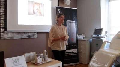 La doctora Natalia Ribé presenta su técnica Clodia en las instalaciones de su centro en Barcelona