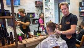 Es uno de esos profesionales infatigables que entienden el ejercicio de la peluquería no sólo como arte, sino también como empresa. Hoy, Nacho Luque, con 20 años de trayectoria, nos revela algunos de los secretos que le han mantenido en la brecha