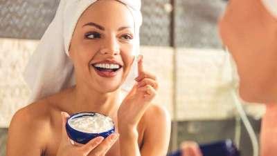 Los consumidores de cosméticos se sienten y se ven más atractivos y son más felices