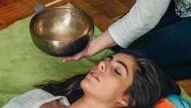 La repercusión directa del sonido en nuestra salud ha cobrado especial relevancia en los últimos años, dado el interés creciente por este tipo de terapias, asociadas generalmente al sector del spa y el wellness