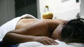 El centro propone masajes terapéuticos o terapias holísticas para ayudar a recuperar la moral y el equilibrio interno
