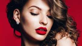 Gio de Giovanni presenta sus nuevas barras de labios que aportan confort e hidratación, a la vez que dan color a la piel. La colección se compone de 12 tonos femeninos y muy veraniegos