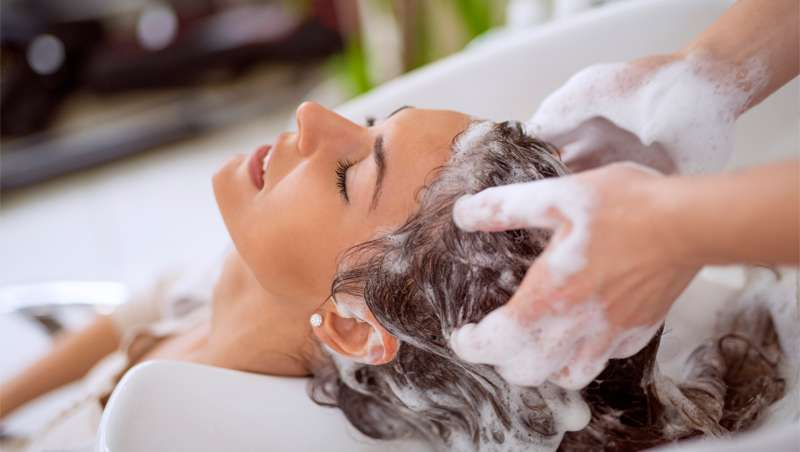 Champús con agua micelar: tecnología al servicio de cabellos y cueros cabelludos delicados