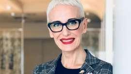 Defensora a ultranza de la peluquería, a la que dedica su vida, Felicitas Ordás, presidenta de Club Fígaro, trabaja en su favor y prestigio y une a su labor artística y colecciones como Next, que hoy presentamos, otras múltiples facetas