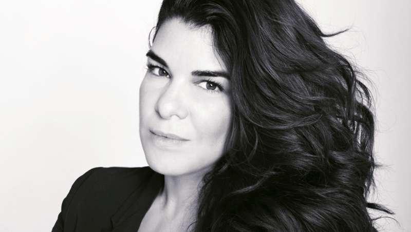 La influencer y makeup artist argentina Bettina Frúmboli nos cuenta los tips para un maquillaje 10