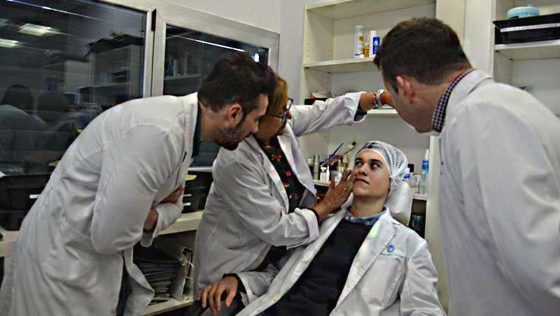 A equipa de Laboratórios Válquer descobre como cuidar da sua pele de forma adequada