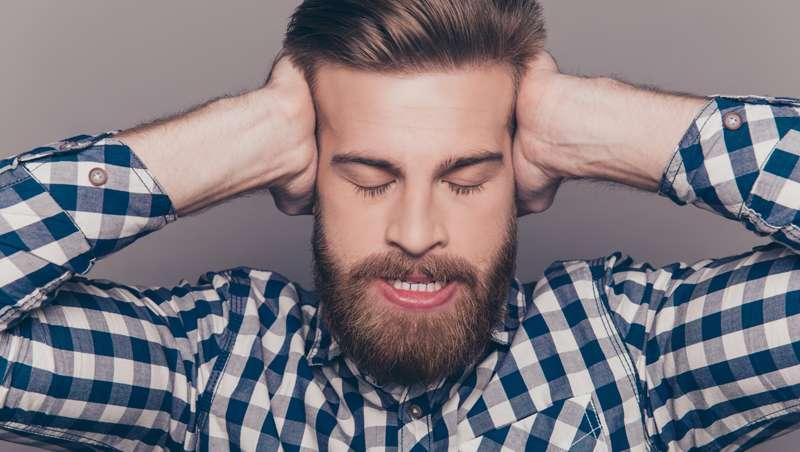 Multan a un barbero por depositar cabello en el contenedor erróneo