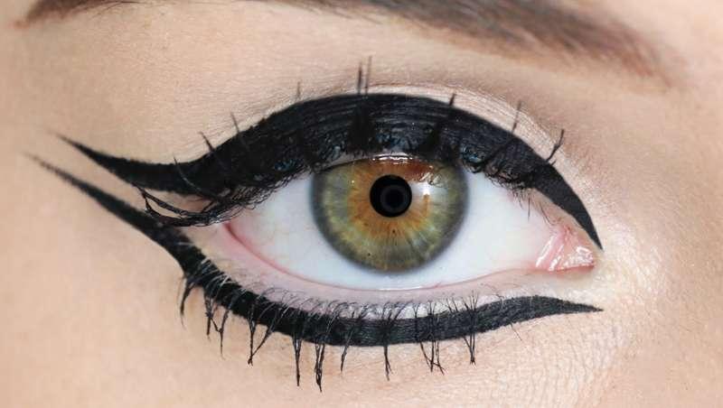 Never Look Back, nuevo expositor de máscaras y eyeliners para embellecer la mirada