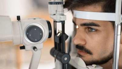Las moscas volantes o miodesópsias en la visión afectan al 50% de los mayores de 65 años