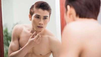 Os homens na China maquilham-se