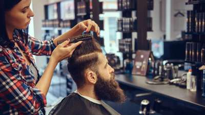 La peluquería francesa pierde mano de obra