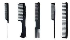 Na hora de pentear o cabelo, é essencial usar o pente apropriado de acordo com o estilo a ser alcançado. Termix oferece uma gama de pentes de carbono que cobrem todas as necessidades em termos de styling