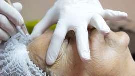 Se trata de una innovadora terapia que pretende estimular la producción de colágeno y aumentar la densidad de la epidermis para reafirmar y rejuvenecer a nivel facial y corporal