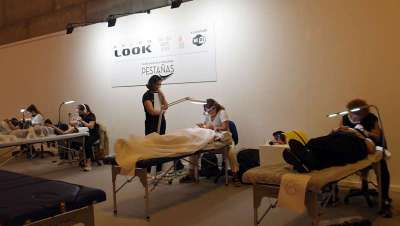 Expertos en diversas modalidades en extensiones de pestañas compiten en Salón Look