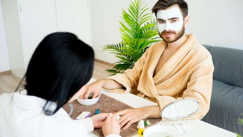 Los hombres se rinden a la cosmética