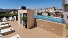Inbeca Wellness Equipment ha renovado la zona de piscina situada en la terraza de este hotel con vistas increíbles a la Ciudad Condal