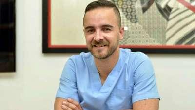 El doctor Julián Bayón donará lo recaudado con los tratamientos de estética hoy a la AECC