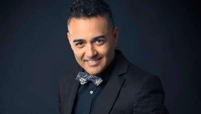Carlos Bardullas revoluciona la peluquería con su sistema de corte a dos manos