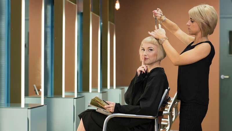 El silencio también es oro en la peluquería