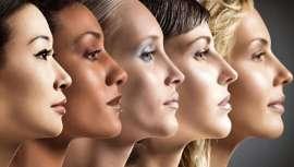 Se trata de un protocolo no invasivo que tensa y reduce las líneas de expresión en una sola sesión, mejorando la textura de la piel