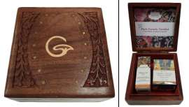 Una delicada y preciosa caja tallada en la India que contiene dos de los cosméticos más icónicos de la firma, crema y elixir con una promoción fantástica. ¡Descúbrela!