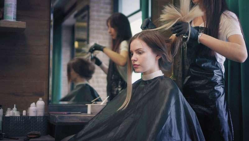 Francia mejora el rendimiento de sus salones de peluquería