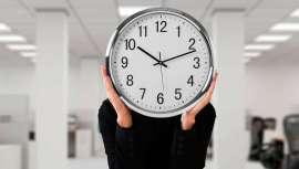 Contra el absentismo, pero también para contabilizar y pagar horas extras reales, la proposición de ley que obliga a las empresas a registrar y guardar las horas trabajadas y las extraordinarias
