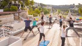Realizar ejercicio aporta toda clase de beneficios tanto para el cuerpo como para activar la mente. Genera endorfinas, las llamadas hormonas de la felicidad, que reducen los niveles de estrés, nos relajan y aportan esa sensación de bienestar