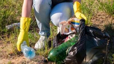 As empresas cooperam para alcançar a reciclagem total de plástico