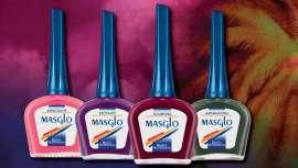 Engloba cuatro tonos distintos: rosa, morado, rojo y verde grisáceo. Una transformación que viste las uñas de color, divertimento y pasión