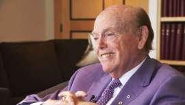 Tiene 90 años y está considerado uno de los hombres más ricos del mundo según Forbes. Pattison, canadiense, es la historia viva del éxito. Asegura, tras un relato de ventas, compras y adaptación que estos son tiempos de grandes oportunidades