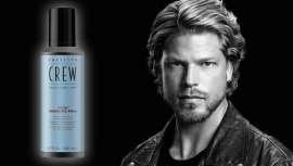 Espuma leve com fibras ideal para cabelos médios e longos do homem