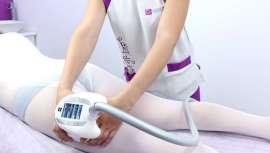 Este tratamiento, exclusivo de Centros Cristina Álvarez, consigue reducir volumen y eliminar grasa, remodelando la silueta, todo ello en cinco sesiones y con resultados visibles desde el primer ciclo