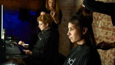 ghd al frente de los looks de peinado de Pilar del Campo en MBFW