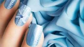En azul o turquesa para cumplir con una de las máximas requeridas en toda boda que se precie, esa que exige, junto a algo nuevo, algo viejo y algo prestado, disfrutar en tu enlace de algo azul que llevar el día nupcial y que nos proporcione suerte