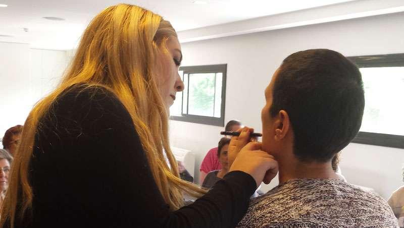 Taller de maquillaje oncológico Jorge de la Garza en colaboración con Fundación Ricardo Fisas Natura Bissé
