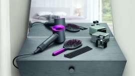 La firma lanza una edición especial de su secador más revolucionario, acompañado de un cepillo antiencrespamiento y un peine metálico desenredante diseñado por el ingeniero James Dyson