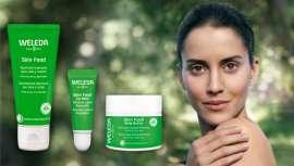 Skin Food es un producto multifunción S.O.S., formato bálsamo de gran poder reparador y nutritivo cuerpo y rostro. Ahora, amplía la línea con un fantástico Body Butter y un nuevo Lip Balm