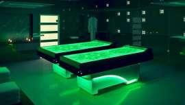 O ISO Benessere apresenta uma cama elegante que permite múltiplos tratamentos no seu centro de bem-estar