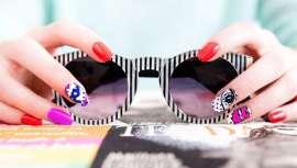 Manicura francesa, combinada e transparente, as unhas desta primavera