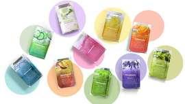 Cada kit incluye 3 o 4 pasos diferentes en una sola caja, desde exfoliación de azúcar (ácido glicólico) a mascarilla de arcilla para limpiar los poros y purificar/refinar la piel