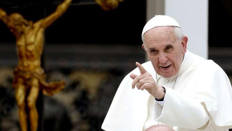 Chismosos y cotillas, así ve el papa Francisco a los peluqueros