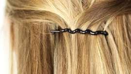 Invisibobble nasce com o objetivo de evitar todas os males que os elásticos, ganchos e outros produzem no cabelo