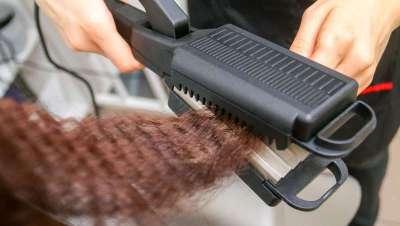 Crimped hair, la melena y planchas 'zigzag' que recuperan su esplendor