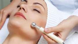 El nuevo tratamiento mejora el drenaje linfático con pulsos electromagnéticos, y activa la microcirculación dérmica de la piel para aumentar la renovación celular