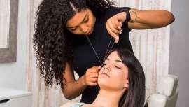 A conhecida como threading é uma técnica antiga oriental de depilação que também na atualidade conta com numerosos adeptos e tem múltiplos benefícios contra a cera