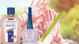La Base Antiescamación de Masglo con Botina es perfecta para recuperar las uñas, hacer que luzcan resistentes y saludables