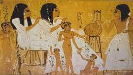 De las cremas depilatorias de la Prehistoria al láser de nuestros días. La eliminación del vello no deseado ha experimentado una evolución curiosa que vale la pena conocer