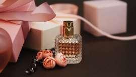 El mercado de la belleza, cosmética y perfumes, transforma de un tiempo a esta parte sus hábitos de consumo, ahora gasta menos y de manera más selectiva en productos y  marcas de lujo